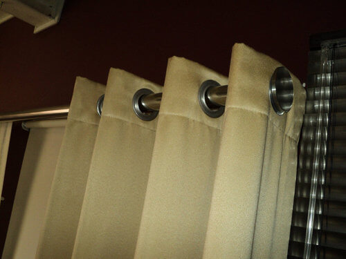 Increibles cortinas per decoraciones textil hogar lima for Cortinas con argollas